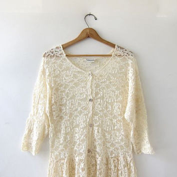 Vintage 1980s cream white long lace dress. Wedding dress. Sheer lace Stevie Nicks gypsy boho dress. Sea shell buttons & quarter sleeves. M