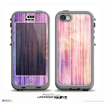 The Vibrant Fading Purple Fabric Streaks Skin for the iPhone 5c nüüd LifeProof Case