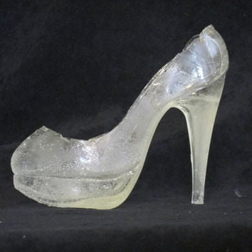 shoe cake topper,glass slipper cake topper,edible,gumpaste,sugar,isomalt