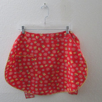 13-0754 Vintage 1960s Red Apron with Yellow Ric Rac / Apron / Red Apron / Flowers /