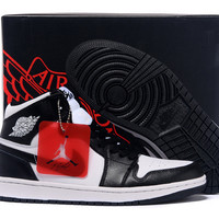Men's Nike Air Jordan 1 Retro Black White