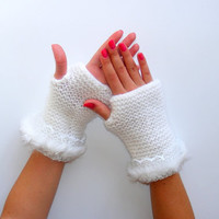 FREE SHIPPING White gloves,Ready to Shipping,Fashion,warm,soft,trendy,gift for her,knitting gloves,winter trends,christmas gifts,by SENO