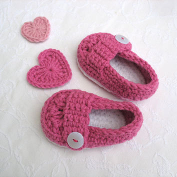 Baby Girl Shoes, Cute button loafers, Baby Booties, Baby Shower gift, Crochet Baby shoes with Pretty pink and white trim.