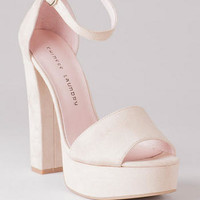 CHINESE LAUNDRY SHOES, AVENUE PLATFORM PUMP IN BEIGE