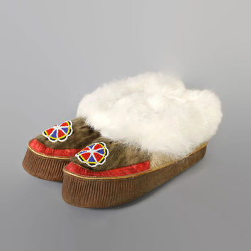 60s Men's Native Fur BEADED MOCCASINS / Unworn Hand Made Shoes, 9