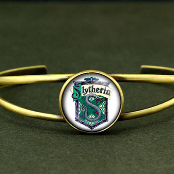 Harry Potter inspired bangle Bracelet, Hogwarts slytherin Crest bracelet, gryffindor slytherin hufflepuff ravenclaw