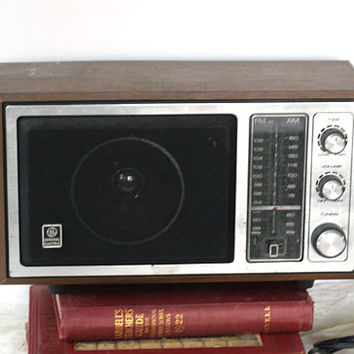 Vintage Tabletop Radio GE Electric 120 v Model 7-4145A | Box Radio AM FM Faux Walnut | Works Beautifully with Great Sound | Made Singapore