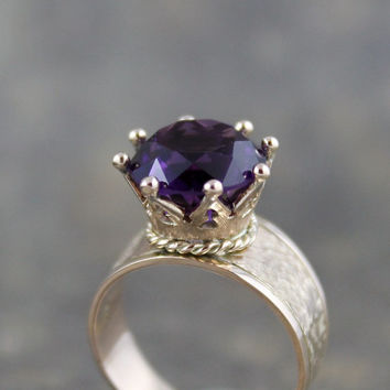 Amethyst Ring - 14K Yellow Gold - Regal Ring for a Queen - Vintage Amethyst Ring with Crown style Setting - February Birthstone