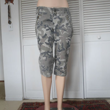 Size 13 Army Camouflage Womens Vintage Capri Pants 90s steampunk hippie boho bohemian style clothing southwest Fatigue utility cargo