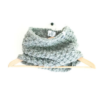 Crochet infinity Cowl, Light Grey cowl, Wool scarf, Warm scarf, Winter Fashion Neck-Warmer,Women's Scarf, Fall Fashion Neck-Wrap, gift idea