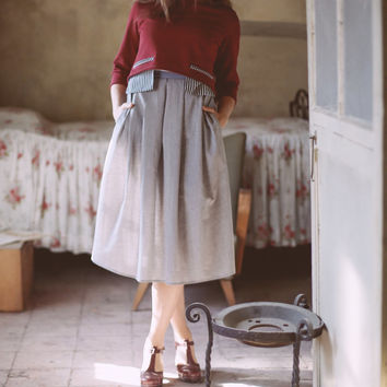 Full Midi pleated skirt in light gray cotton, with pockets