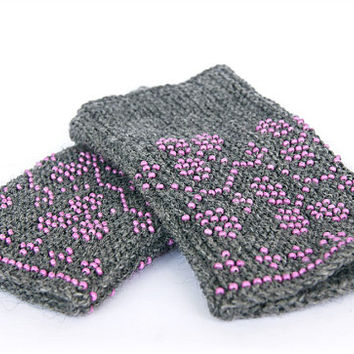 Beaded grey  Wrist warmers, cuffs with purple beads, clovers ornament, wool, Ready to ship