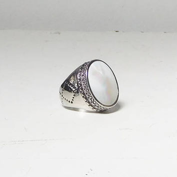 Big Stone Ring Mother of Pearl Inlaid Tall Setting Large Wide Band Size 8 Silver Tone Vintage Mens Womens Unisex