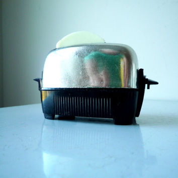 50s Kitsch Toaster Salt & Pepper Set, Vintage Toaster with Toast Salt and Pepper, SALE