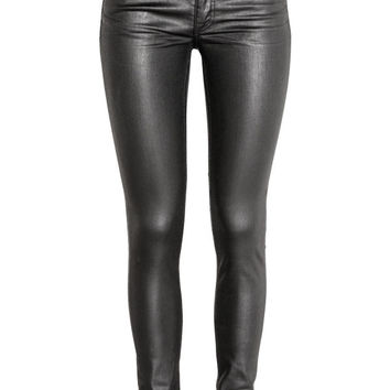 Coated Skinny Low Jeans - from H&M