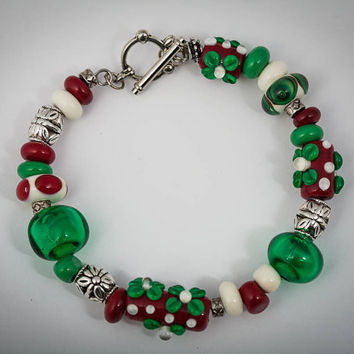 Lampwork Christmas Bracelet in Holiday Colors