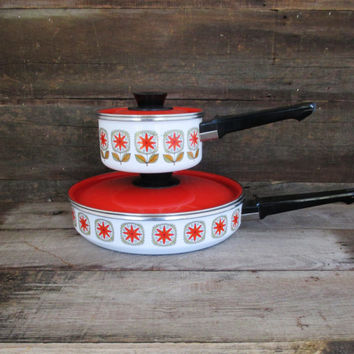 Enamel Cookware 4 Piece Set Retro Enamel Skillet and Sauce Pan Vintage Red and White Enamelware Flower Pattern Enameled Lidded Cookware