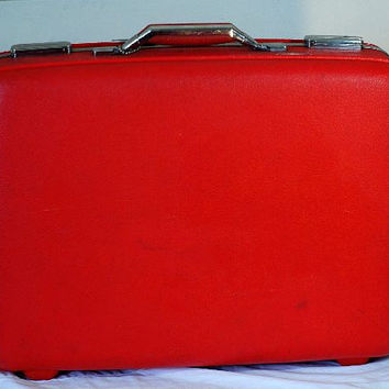 Red American Tourister hard shell Suitcase medium by Decortiques