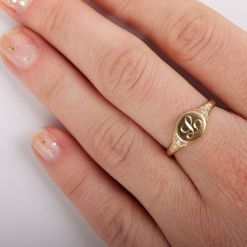 Viola's Treasure Signet Ring - Rings - Catbird
