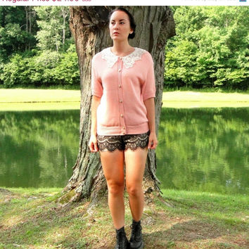20% OFF SALE 90's does 40's Dusty Pink Sweater Top With Lace Collar. Button Up. Stretchy Knit. Retro. Medium M