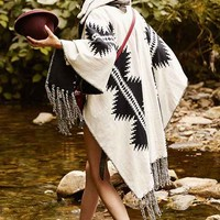 Pendleton X UO Reversible Open Poncho- Black Multi One