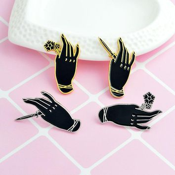 Fashion Punk Beauty Hand Holding Rose And Dagger Brooches Combination Suit Pins Backpack Denim Jacket Button Badge Jewelry Gift