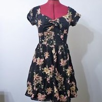FOREVER 21 contemporary flare dress sweetheart neckline black floral size XS