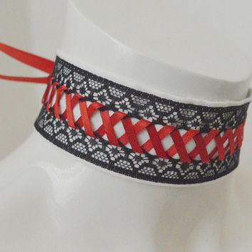 Kitten play collar - Crimson thread - white witch gothic choker necklace with black lace and red lacing - dark lolita pet
