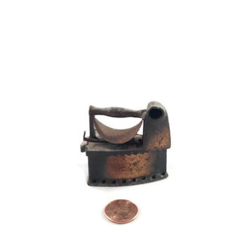 Miniature Antique Cloths Iron, Durham Industries Salesman Model, Dollhouse Furniture