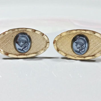 Vintage Cufflinks Gold with Black Cameo Warrior Gladiator Soldier Spaniard Oval Shaped Fronts with Black Onyx Cameos Hammered Textured Edge