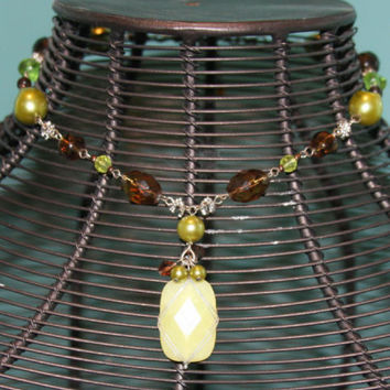 Wonderful Brown Green Bead Necklace Choker w/  Lime Green StoneCostume Jewelry