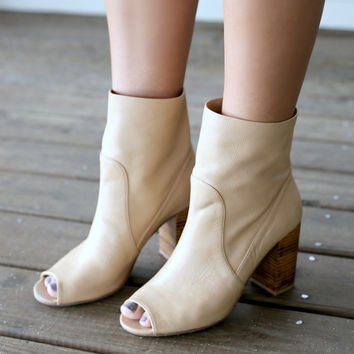 CHINESE LAUNDRY Talk Show Leather Camel Booties