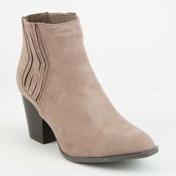 QUPID Gored Womens Chelsea Boots | Boots + Booties