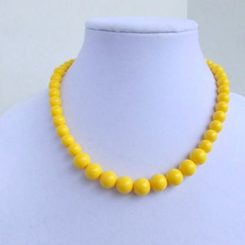 SALE Yellow Beaded Necklace, Statement Necklace, Retro Chunky Necklace, Graduated Necklace, Acrylic, Bridesmaid Gift