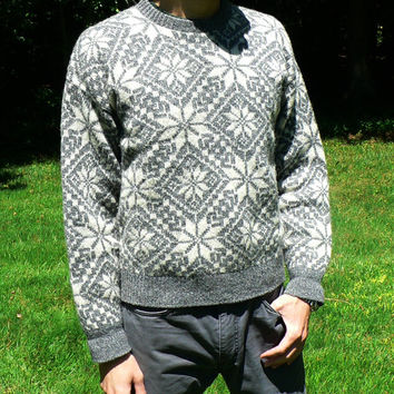 1970's Nordic Style Fair Isle Sweater - Crewneck Pullover - Retro Snowflake Ski - Gray & White Wool Blend - Size Large (L)