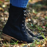 Down The Dirt Path Boots: Black