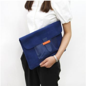m. Humming Laptop Pouch