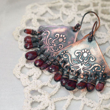 Patterned earrings with natural garnet - Chandelier earrings - Garnet earrings - Patterned Copper Earrings with Natural Garnet briolette