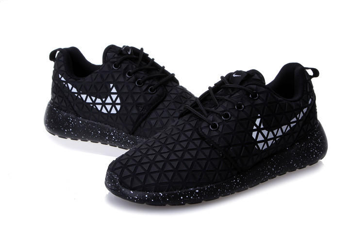 Nike Roshe Run Metric QS (Black) - N088 from shopzaping.com 54e4da30aebd