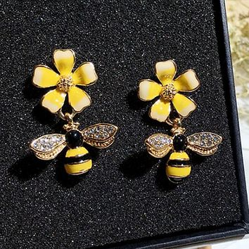 Temperament personality earrings simple drops of flowers bees