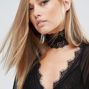 Love Rocks Flower Lace Choker