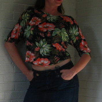 1990s Hawaiian flower crop top. So Kelly Kapowski. Medium.