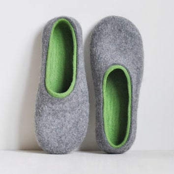 Felted slippers for women - Gray & Green - Made to order - Home wool shoes / Handmade slippers / Eco friendly slippers