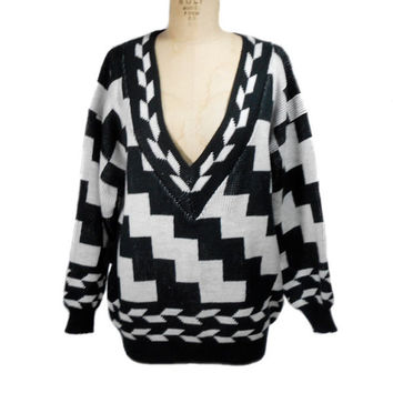 1980s Metro Zig Zag Sweater / Hipster / Oversize Sweater / V-Neck / Black and White / Womens Vintage Sweater / Size Large