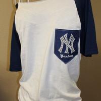 New York Yankees Pocket Off-the-Shoulder Shirt Chevron Baseball