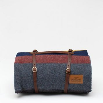 Pendleton / Grey Camp Blanket with Carrier