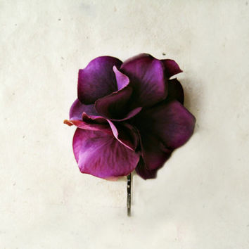 Plum Hydrangea Hair Pin. Silk Flower Bobby Pin. Deep Wine Purple Fabric Flower Hair Pin. Vintage Style Wedding Accessories.