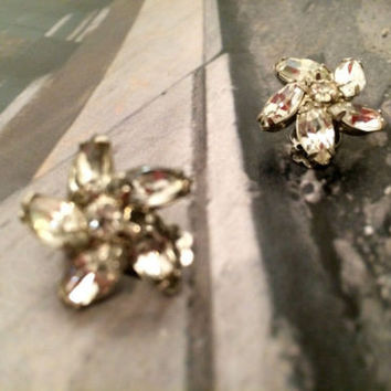 Weiss Vintage Jewelry Sparkling Floral Clip on Earrings