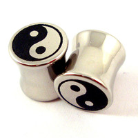 "Yin Yang symbol Double Flared Plugs - Stainless Steel - 2g 0g 00g 7/16"" (11 mm) 1/2"" (13mm) 9/16"" (14mm) 5/8"" (16mm) - Metal Gauges"
