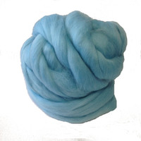 Merino Wool top fibre,  dyed sky blue roving, 115g, Needle felting, wet felting, spinning, 25.5 microns, light blue